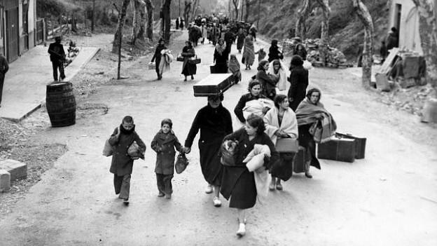 mujeres-hacia-exilio-1937-644x362