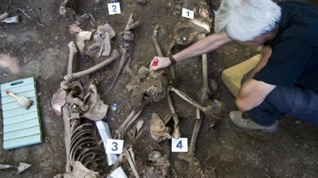 caridad-y-el-voluntariado-para-desenterrar-a-las-vctimas-del-genocidio-franquista-1445949997