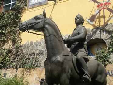 El Ministerio de Defensa cede una estatua de Franco a una fundación para su exhibición