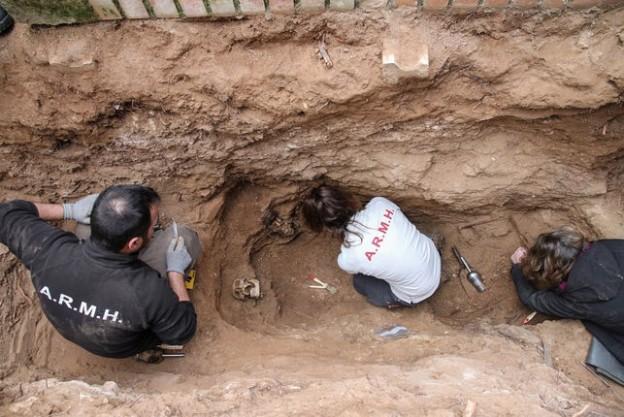 Primera-exhumacion-cementerio-Guadalajara-enero_EDIIMA20170508_0600_19