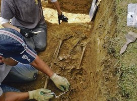 Hallan el cuerpo de una de las tres mujeres enterradas en la fosa de Bañugues