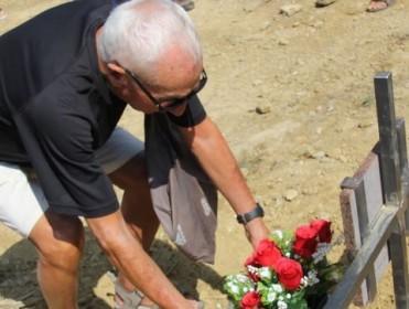 Otra fosa común con nombres y apellidos: Mariano pudo llevar flores a su madre, fusilada hace 81 años
