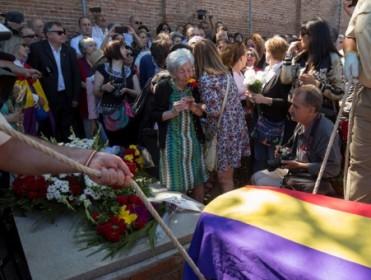 TVE alega no haber informado del entierro de Timoteo Mendieta por considerarlo un exhumado más