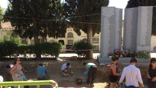 Exhumacion-Villanueva-Serena-Memoria-Historica_EDIIMA20160721_0348_4