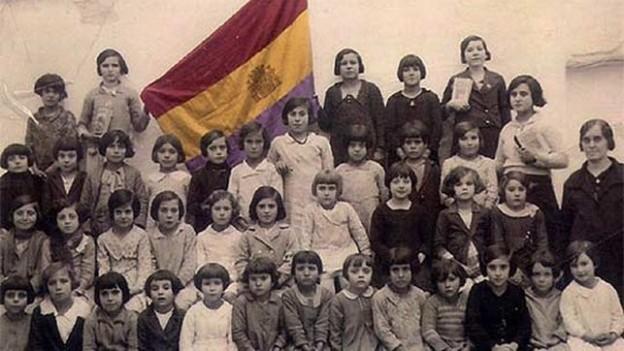 Maestras-II-Republica-PSOE-Caceres_EDIIMA20141113_0805_24
