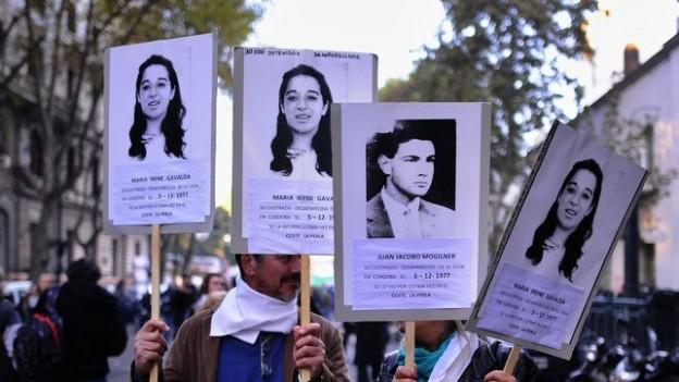 rostros-desaparecidos-protagonistas-plaza-abarrotada_EDIIMA20170511_0044_21