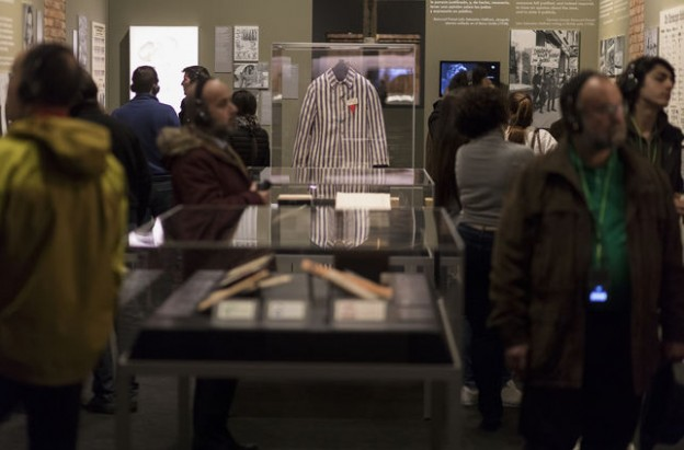 personas-visitado-exposicion-Auschwitz-lejos_EDIIMA20180417_0374_19