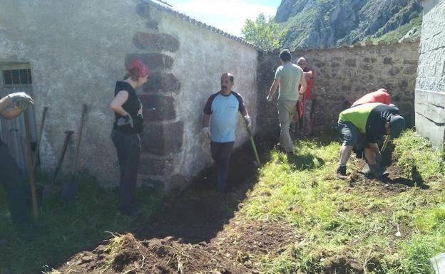 Exhumación 2-kXQG-U6082365810qb-624x385@Leonoticias
