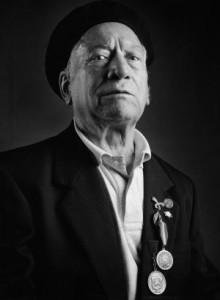 Theo Francos, 68 años con una bala pegada al corazón