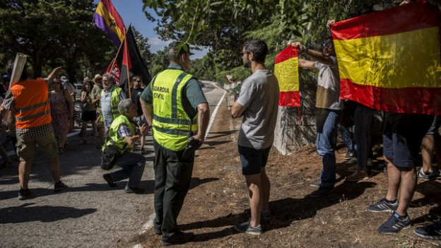 ultraderecha-reventar-manifestacion-Valle-Caidos_EDIIMA20180721_0432_23
