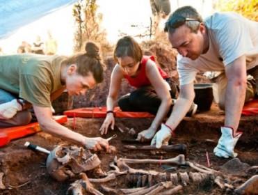 La ARMH busca en Fuentecén los restos de 18 represaliados de Nava de Roa