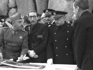 """Un grupo de 181 militares retirados firman un manifiesto en defensa de Franco: """"Su figura ha sido vilipendiada hasta el extremo"""""""