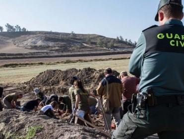 """""""Otro agujero contra el muro de impunidad del franquismo"""": la justicia reabre el caso de la 'fosa de los maestros'"""