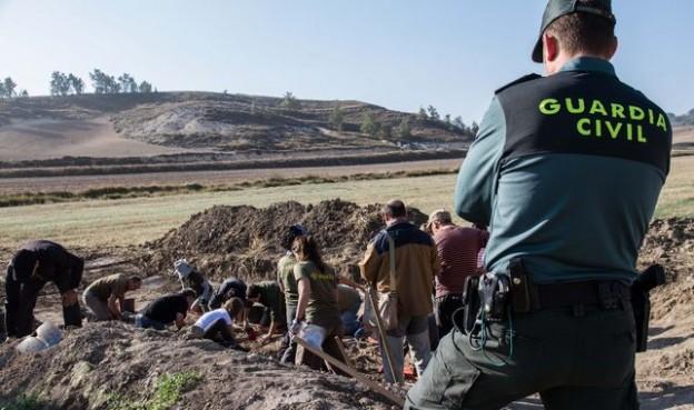 Trabajos-exhumacion-OSCAR-RODRIGUEZ-ARANZADI_EDIIMA20180928_0552_19