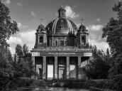 Dos años de prisión por grabar en la cripta del Monumento a los Caídos de Iruñea