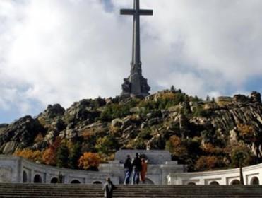 Victimas del franquismo quieren colocar una placa en el Valle de los Caídos que recuerde a los presos políticos que trabajaron allí como esclavos