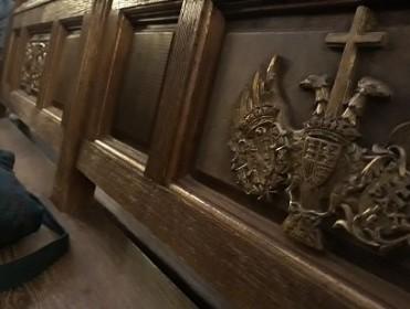 El escudo de Franco, hasta en las servilletas de la hostería del Valle de los Caídos