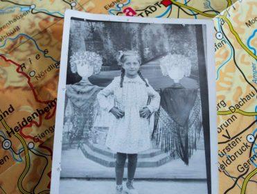 Recupera 80 años después una foto suya de niña que los nazis confiscaron a su padre en Mauthausen
