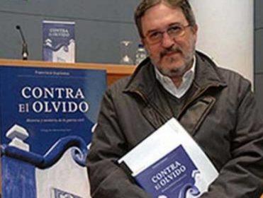 """Entrevista al historiador Francisco Espinosa Maestre: """"La represión franquista ha sido blanqueada desde su origen"""""""