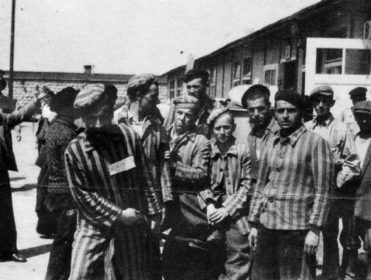 Un monolito, cinco denuncias y el silencio de un rey por los republicanos en campos nazis